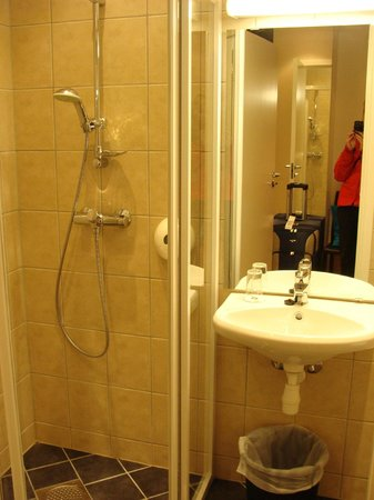 BEST WESTERN Chesterfield Hotel: bathroom