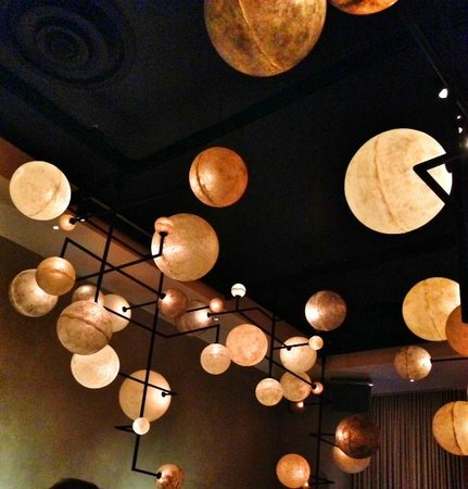 PUBLIC Chicago: The Pump Room lights