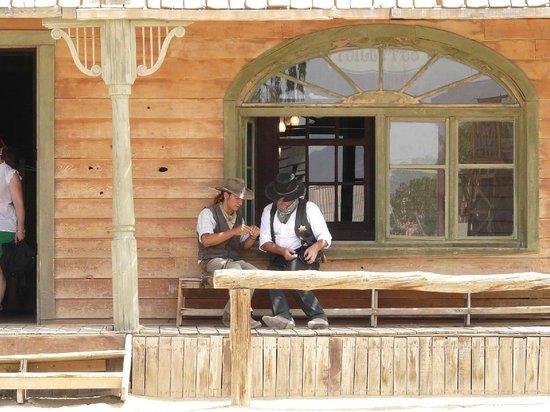 Tabernas, Spagna: Gespräch vorm Saloon