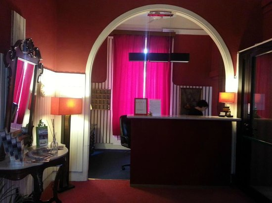 Hotel Benvenuti: recepcion principal