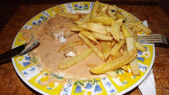 Mohammed's Beach Bungalows: Kingfish in Alla Yusria sauce with Chips