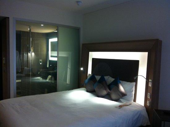 Novotel London Blackfriars: lit et salle de bains