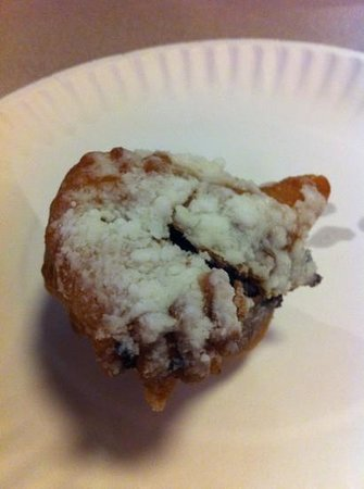 Spinelli's Pizzeria: deep fried Oreo.