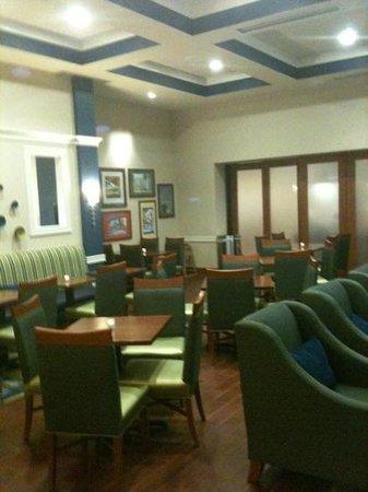 Hampton Inn & Suites Orlando Airport @ Gateway Village: Hampton Inn