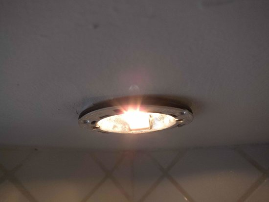 Rosewood Little Dix Bay: Shower light - no cover - 110V halogen