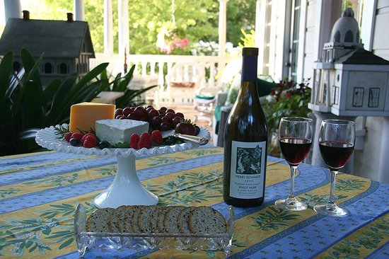 Inn at Occidental: Evening Wine & Cheese