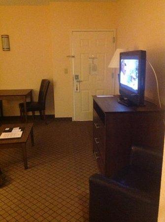 Holiday Inn & Suites Huntington- Barboursville: Living room