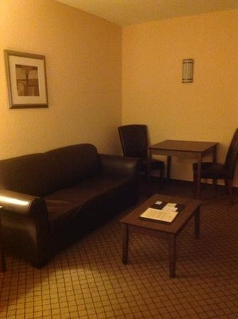 Holiday Inn Barboursville : Living room