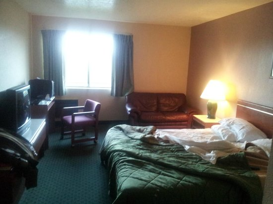 Americas Best Value Inn: You can see it was a nice spacious room. It needed new bedding and some cleaning.