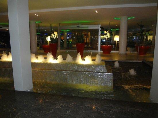 La Concha Renaissance San Juan Resort: Main entrance