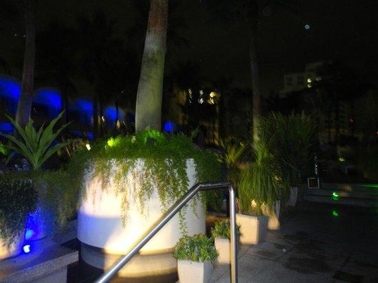 La Concha Renaissance San Juan Resort: Pool area.
