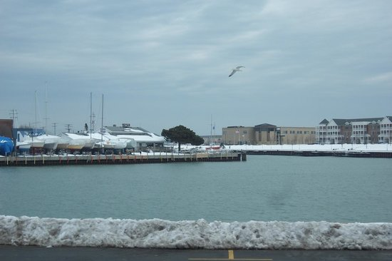 BEST WESTERN Harborside Inn & Kenosha Conference Center : View of the lake from the room.