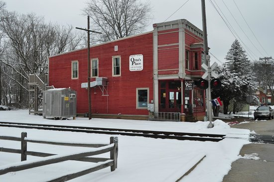 Otto's Place : Train Station across the street