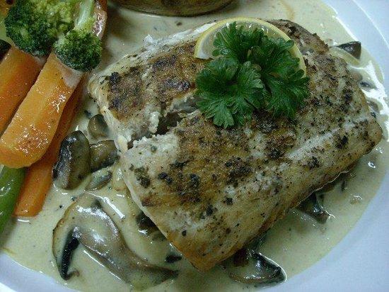 L'attitude Restaurant : Grilled Kingfish with a Creamy Mushroom Sauce