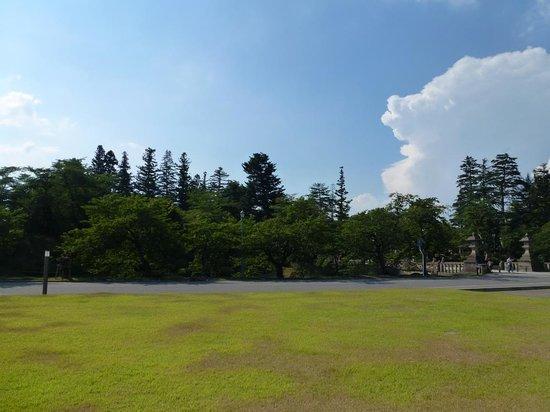 Yonezawa Castle Ruins / Matsugasaki Park: 米沢城址