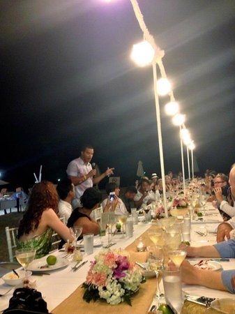 Le Meridien Phuket Beach Resort: distracting light fixtures that obstruct the view
