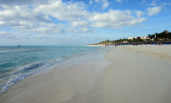 Hotel Riu Playacar: Endless Beach!
