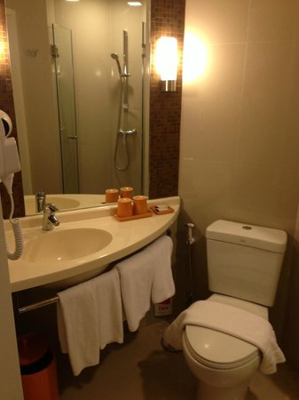 Ibis Bangkok Siam: bathroom
