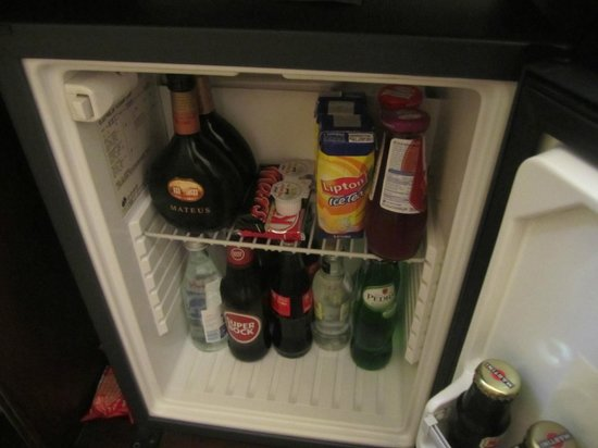 Britania Hotel: Mini Bar in Room