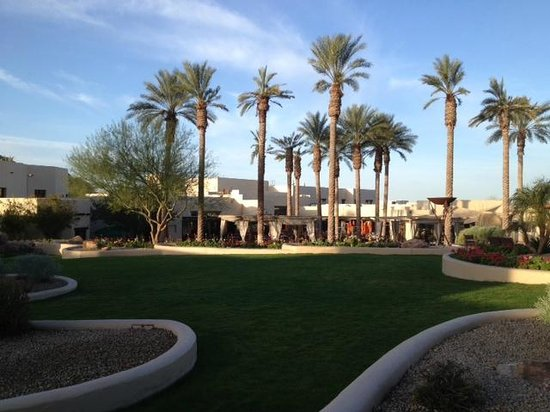 JW Marriott Camelback Inn Scottsdale Resort & Spa: Restaurant and grounds