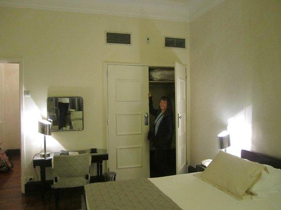 Britania Hotel: Closet