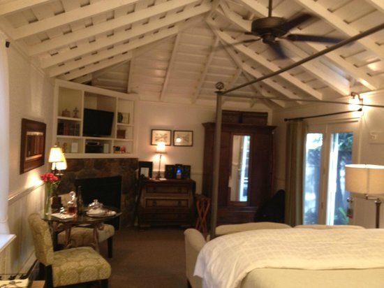 Honor Mansion, A Wine Country Resort: Our room