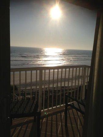 هوليداي إن رزورت دايتونا بيتش أوشن فرونت: Beautiful sun rise off our balcony