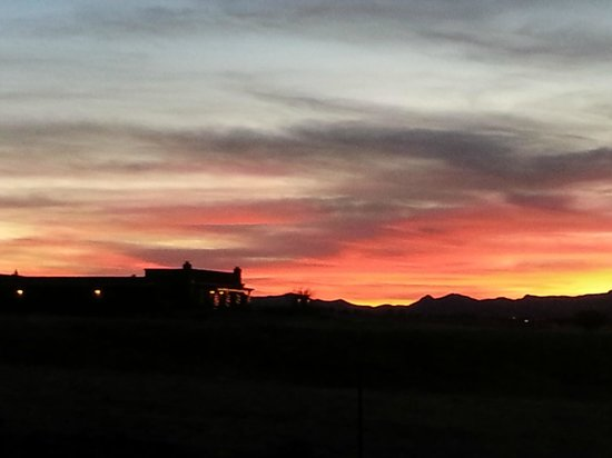 La Hacienda de Sonoita: Sunset with the Hacienda
