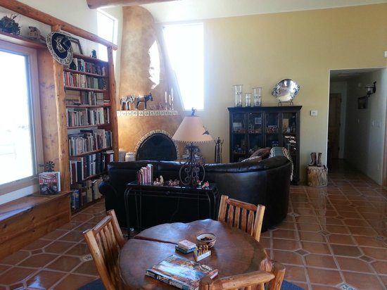 La Hacienda de Sonoita: Great room with the second of two fireplaces