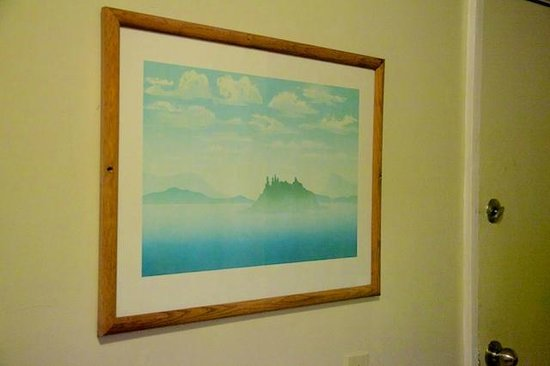 Dolphin Inn: Fake painting