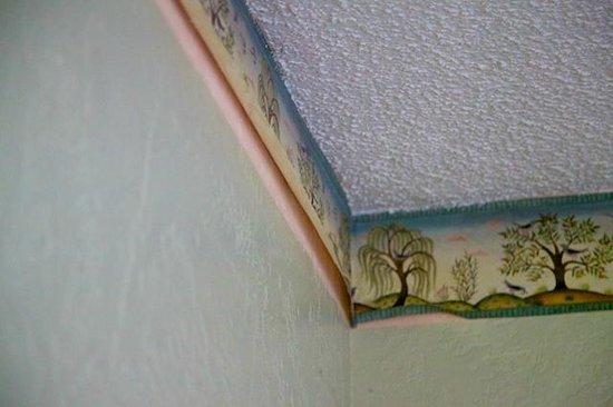 Dolphin Inn : Peeling wall paper liner revealing pink undercoat