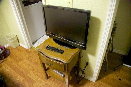 Dolphin Inn : Television set