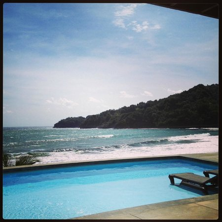 Pagua Bay House Oceanfront Cabanas: View from pool deck and dinning room