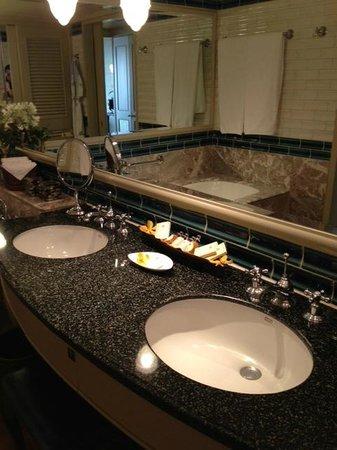 Mandarin Oriental, Bangkok: bathroom