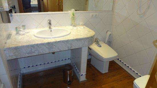 Saray Hotel: Bathroom