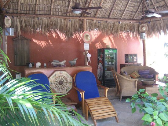 La Posada Azul: shaded lounge area with honor bar