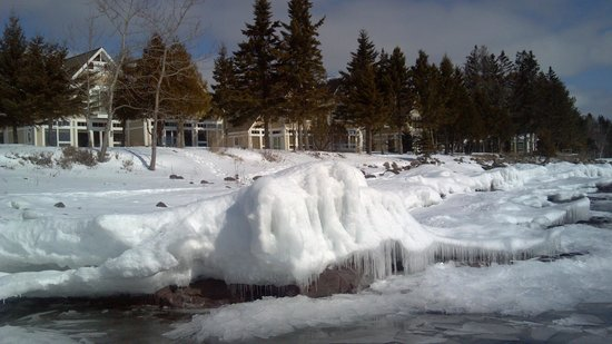Larsmont Cottages on Lake Superior: frozen lakeshore