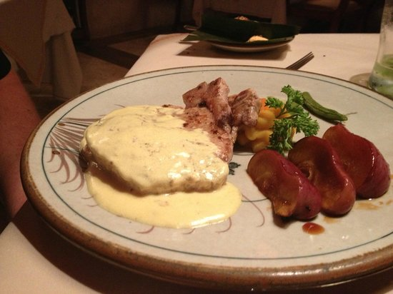 Las Brisas Hotel Collection Ixtapa: Mexican resto Pork Chop with carmelized apple