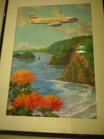 Molokai Burger: Maps and travel posters decorate the walls.