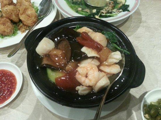 Yan Kee Kitchen : Seafood claypot mix