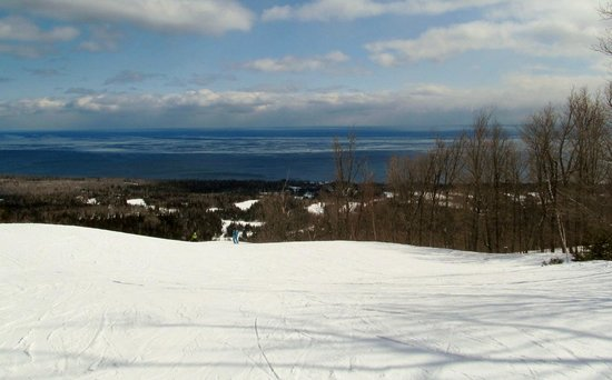 Lutsen Mountains: overlook of Lake Superior