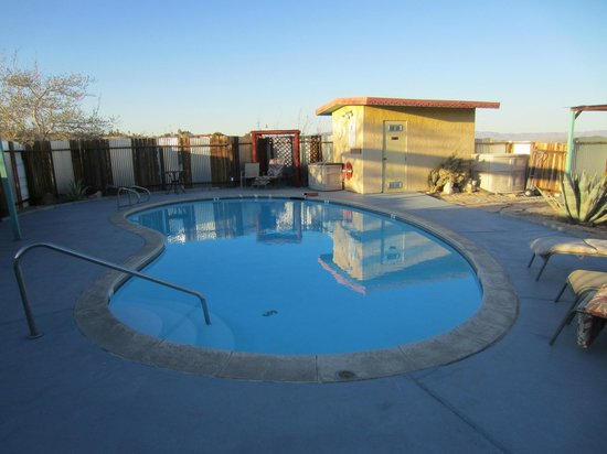 Harmony Motel: Pool area