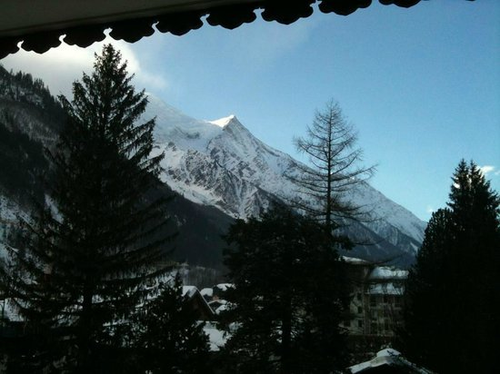 Hotel L'Oustalet: Vista da janela enquanto deitado na cama