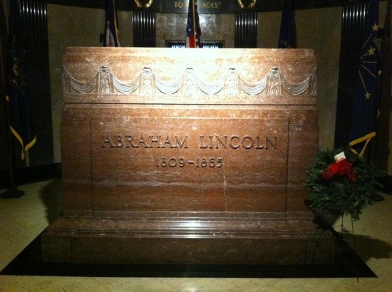 Oak Ridge Cemetery: Lincoln's Tomb