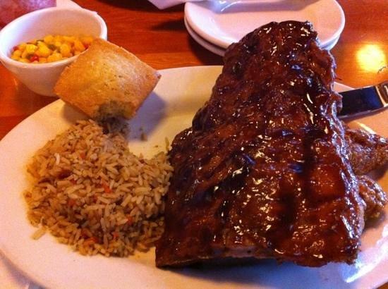 Montana's BBQ & Bar : Delicious Rib & Wing Combo!