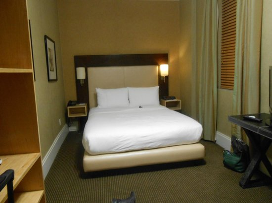 Amsterdam Court Hotel: Comfortable bed