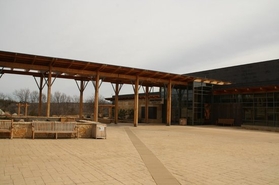 Chickasaw Cultural Center: Courtyard