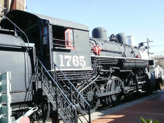 Lomita Railroad Museum: Side view of Steam Engine