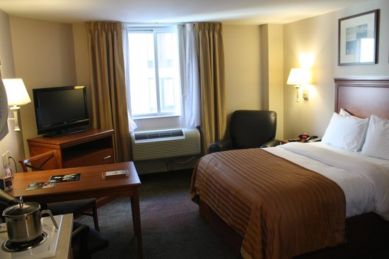 Candlewood Suites New York City Times Square: Very nice size room and comfortable King Bed