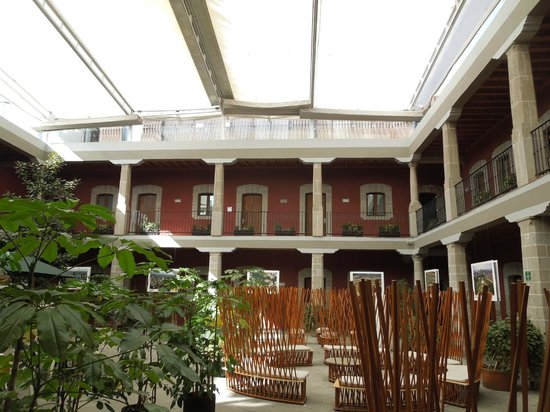 The interior courtyard of boutique Hotel de Cortes